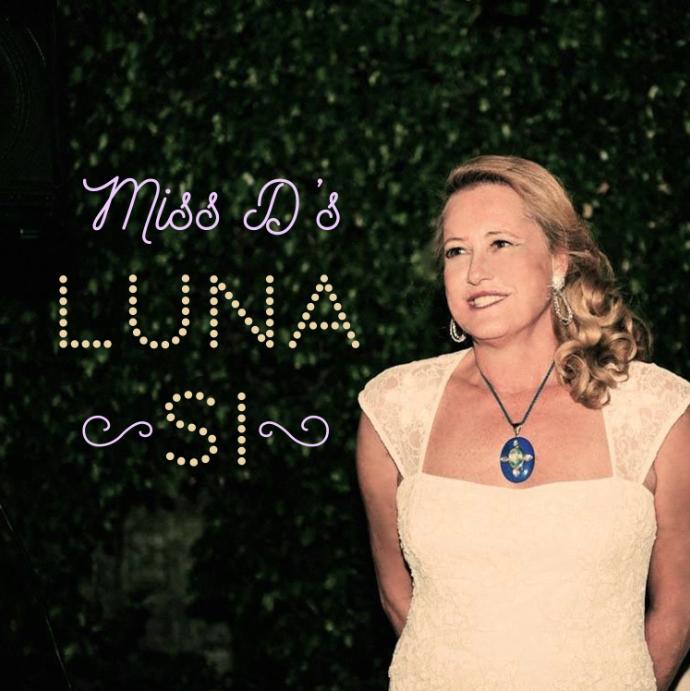 Miss D's Luna Si